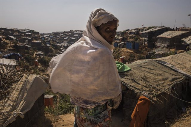 Archivo - Una refugiada rohingya en Bangladesh