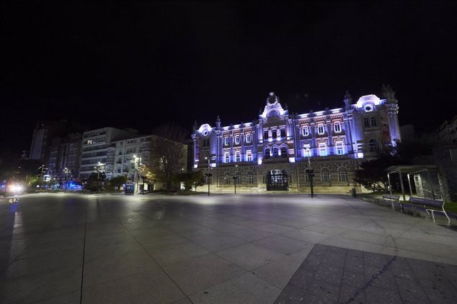 Archivo - La plaza del Ayuntamiento de Santander vacía