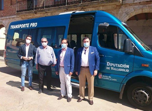 Presentación del bono rural de transporte en la zona de Mayorga.