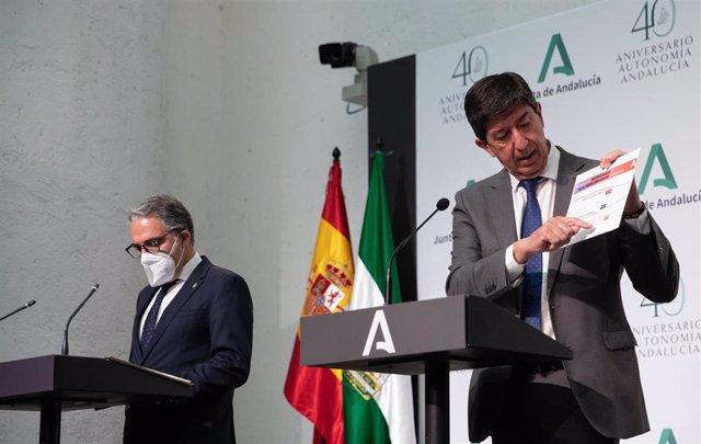El vicepresidente de la Junta y consejero de Turismo, Regeneración, Justicia y Administración Local, Juan Marín (d); el consejero de la Presidencia, Administración Pública e Interior y portavoz del Gobierno andaluz, Elías Bendodo (i), en la rueda de prens