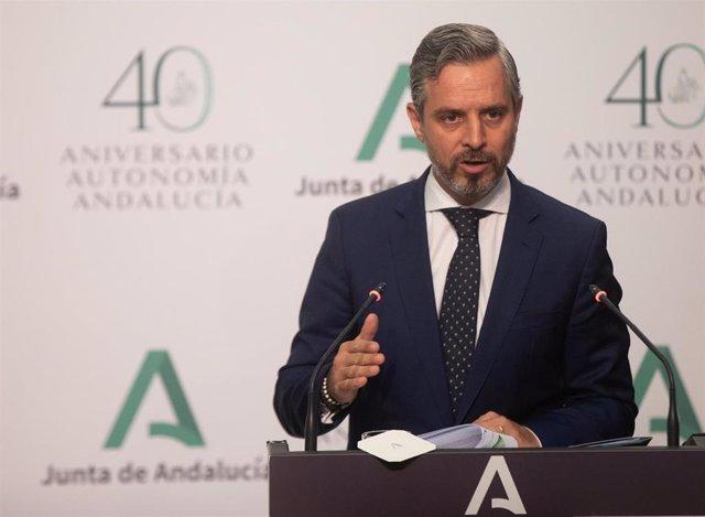 El consejero de Hacienda y Financiación Europea, Juan Bravo, durante su intervención en la rueda de prensa tras la reunión semanal del Consejo de Gobierno de la Junta de Andalucía. A 27 de julio de 2021, en Sevilla (Andalucía, España).