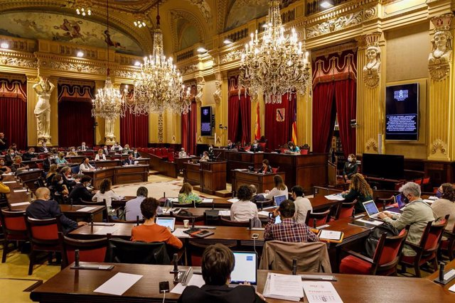 Archivo - Pleno del Parlament balear.