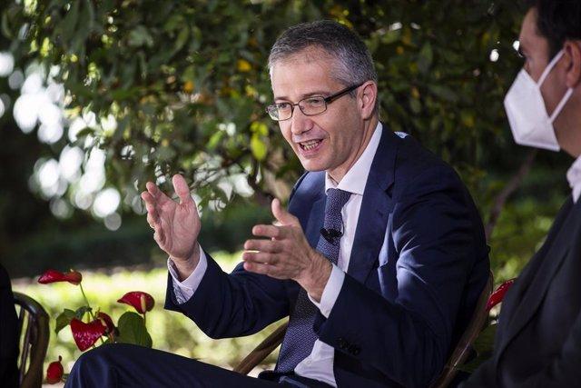 """El gobernador del Banco de España, Pablo Hernández de Cos, participa en el panel de """"Acción climática para una recuperación verde"""", a 2 de julio de 2021, en el Palacio de Zurbano, Madrid, (España)."""