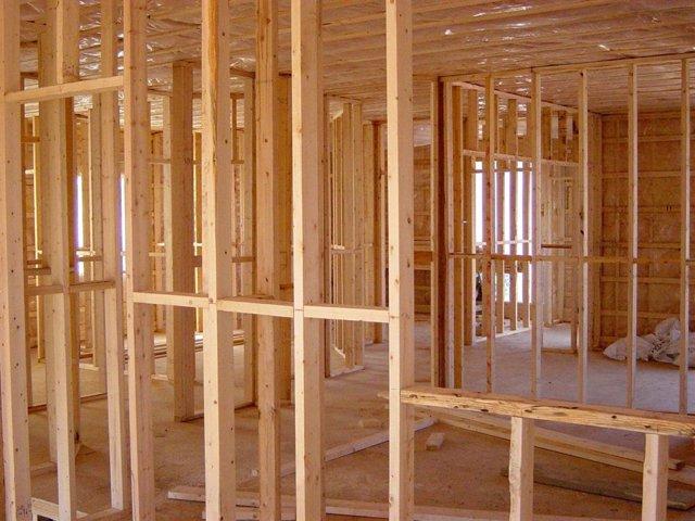 Archivo - Vivienda en construcción.