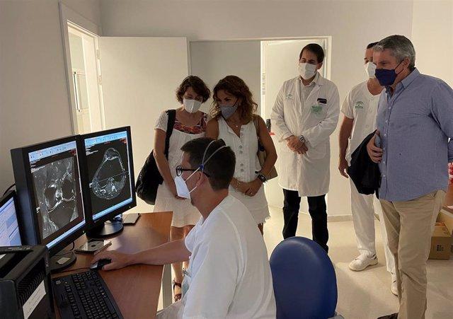 Juan de la Cruz Belmonte visita el Hospital La Inmaculada en Almería