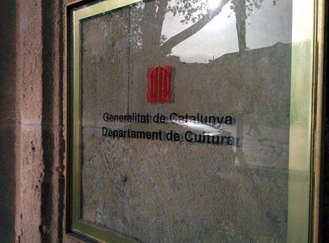 Archivo - Arxiu - Placa de la seu de la Conselleria de Cultura de la Generalitat