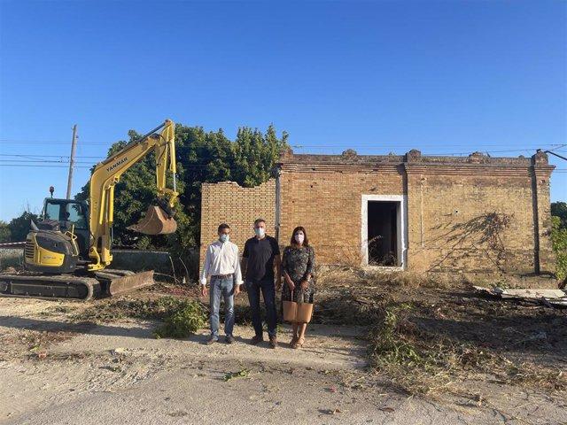 Demolición de la caseta de Adif