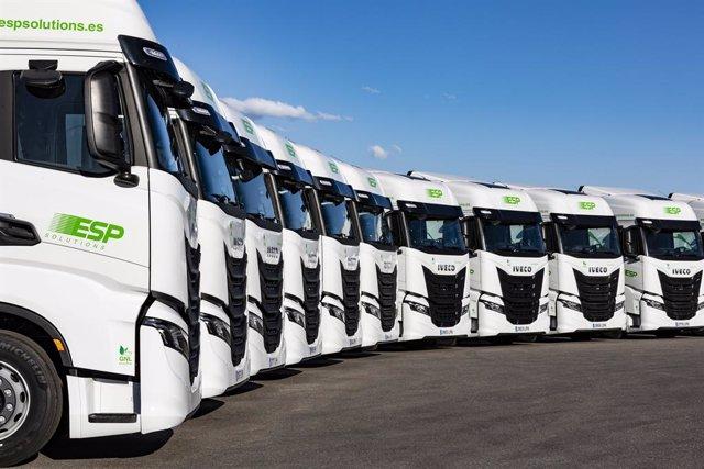 Archivo - Iveco entrega 300 S-Way de gas natural a la empresa de logística ESP Solutions