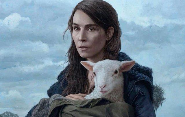 Noomi Rapace cría a un niño-oveja en el tráiler de Lamb