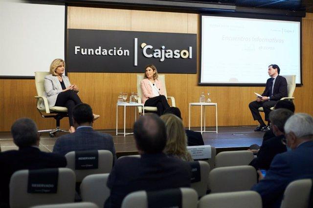 Báñez y Blanco durante el encuentro informativo