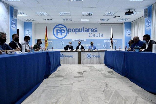 Archivo - (I-D) El presidente de Ceuta, Juan Vivas; el presidente del PP, Pablo Casado, y la secretaria general del PP de Ceuta, Yolanda Bel Blanca, durante una reunión con empresarios en la sede del partido en la ciudad autónoma, a 3 de junio de 2021, en
