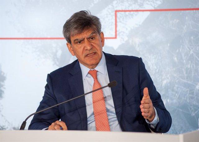 Archivo - El consejero delegado del Santander, José Antonio Álvarez, en la presentacón de resultados del primer trimestre de 2021.
