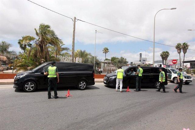 Dispositivo policial para el control de infracciones en vehículos de transportes de viajeros.