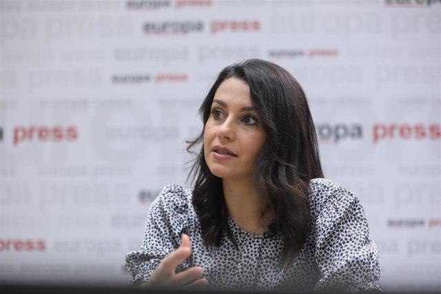 La presidenta de Ciudadanos, Inés Arrimadas, durante una entrevista con Europa Press.