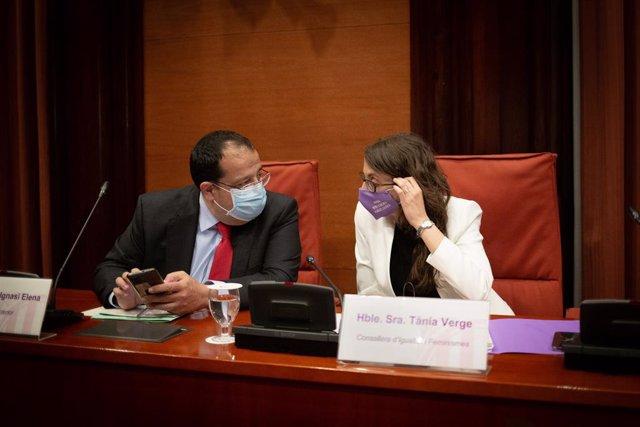 El conseller d'Interior, Joan Ignasi Elena, i la consellera d'Igualtat i Feminismes, Tània Verge, al Parlament