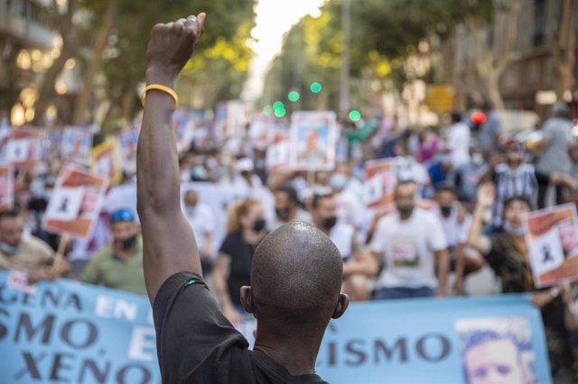 Archivo - Imagen de archivo durante una concentración convocada por STOP Racismo