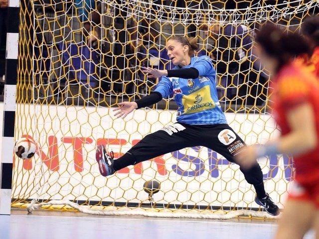 Archivo - Silvia Navarro durante un partido con la selección española
