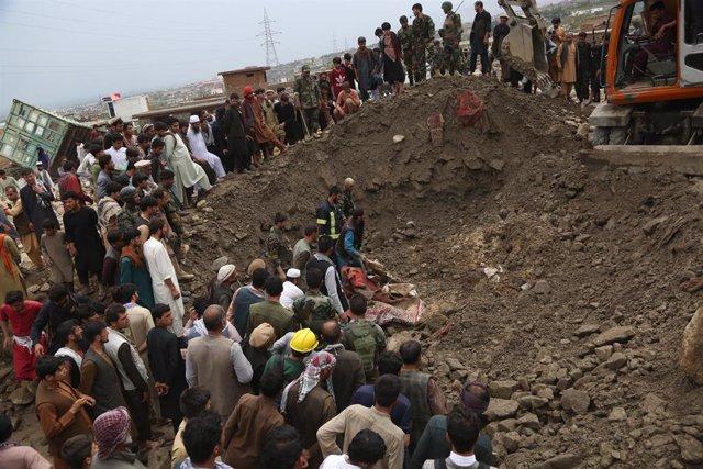 Archivo - Arxiu - Tasques de cerca a l'Afganistan  després de les inundacions provocades per les pluges
