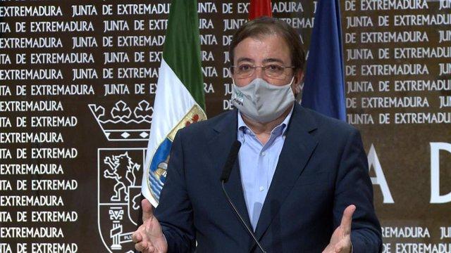 El presidente de la Junta, Guillermo Fernández Vara, en rueda de prensa este miércoles tras el Consejo de Gobierno