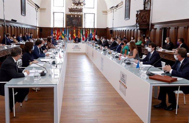 Archivo - El presidente del Gobierno, Pedro Sánchez, preside la XXI Conferencia de Presidentes, en San Millán de la Cogolla, La Rioja (España), a 31 de julio de 2020. La conferencia busca el consenso para el reparto de los fondos de recuperación europeos