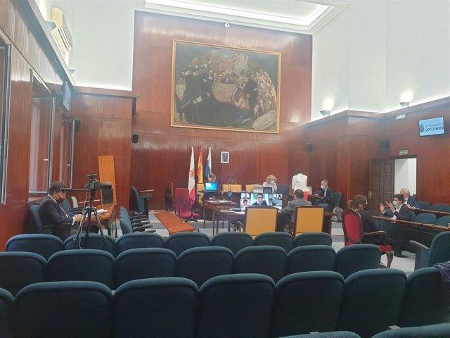 Archivo - Pleno del Ayuntamiento de Santander