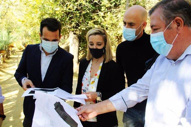 """La alcaldesa de Alcalá de Guadaíra, Ana Isabel Jiménez, ha resaltado la importancia de la obra para las infraestructuras de saneamiento de la ciudad y, con ello, """"el bienestar de la ciudadanía""""."""