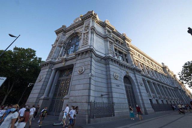 El Banco de España entre la calle de Alcalá y la plaza de Cibeles, a 24 de julio de 2021, en Madrid (España). Madrid aguarda conocer este domingo si el complejo que incluye el Paseo del Prado y El Retiro, conocido como 'Paisaje de las Artes y las Ciencias