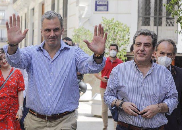 El secretari general de VOX, Javier Ortega Smith i el president de Vox a València, José María Llanos a la seua arribada a la inauguració de la nova seu del partit a València
