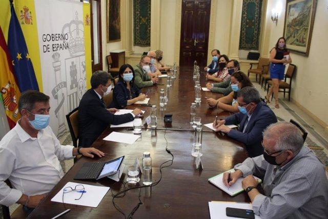 El presidente de la Diputación de Granada, José Entrena, asiste a la reunión de la Comisión Mixta para el seguimiento de las conducciones de la presa de Rules-Béznar.