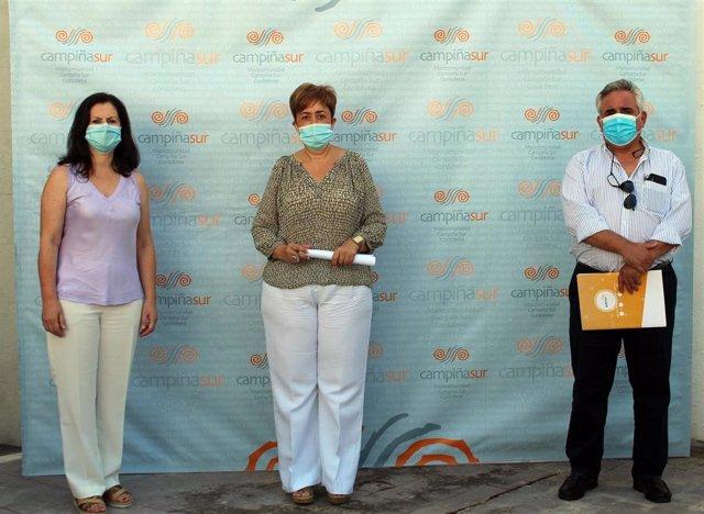 La presidenta de la Mancomunidad de Municipios Campiña Sur Cordobesa, Francisca Carmona (centro), en la presentación del Plan de Sostenibilidad Turística.