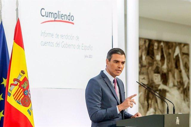 El presidente del Gobierno, Pedro Sánchez, comparece durante una rueda de prensa para hacer balance del curso político, en el Palacio de la Moncloa.