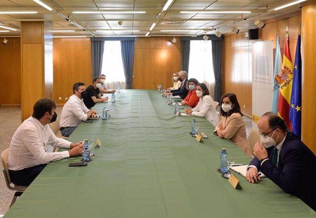 Reunión con el comité de empresa de Alu Iberica, en la Delegación del Gobierno