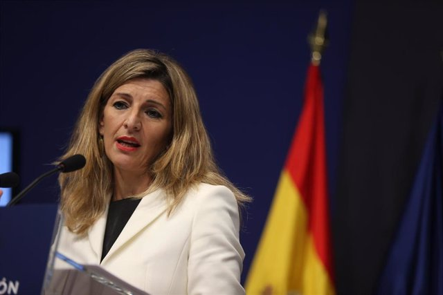 Archivo - La vicepresidenta tercera y ministra de Trabajo y Economía Social, Yolanda Díaz, durante la presentación de las propuestas de su departamento en el Plan de Recuperación, Transformación y Resiliencia, a 10 de mayo de 2021, en Madrid (España).