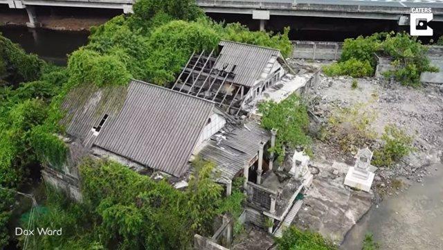 Publican imágenes del interior de una casa abandonada y que se cree embrujada en Bangkok, Tailandia