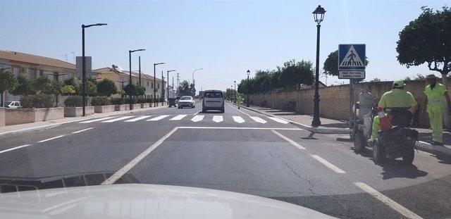 La Junta repara el firme de la carretera A-472 a su paso por Villarrasa.