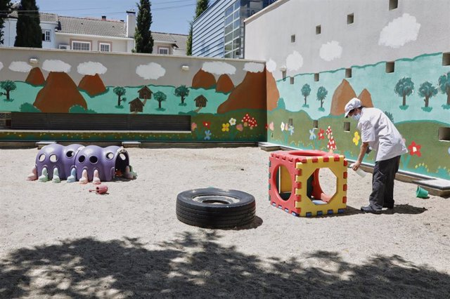 Archivo - Instalaciones exteriores de la Escuela Infantil Gloria Fuertes, en Madrid.