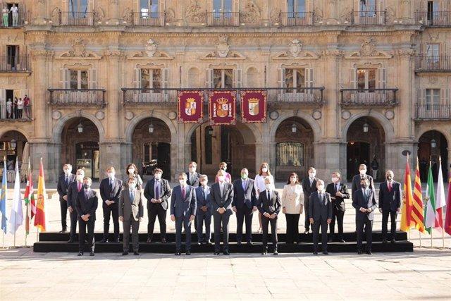 Foto de familia antes de celebrarse la Conferencia de Presidentes en Salamanca
