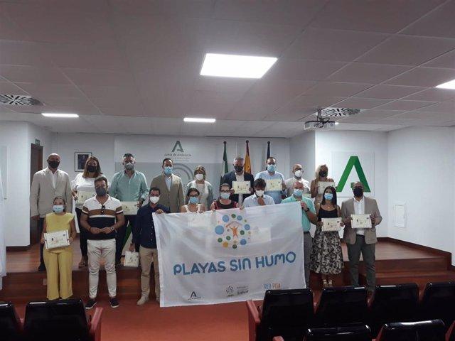 Representantes de los municipios de la provincia que se han adherido a 'Playas y Piscinas sin Humo'.