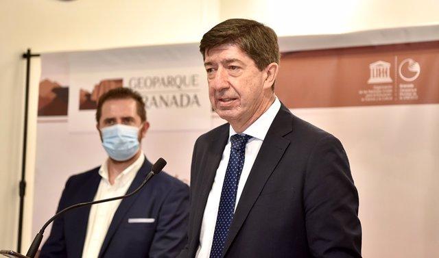 El vicepresidente de la Junta de Andalucía y consejero de Turismo, Regeneración, Justicia y Administración Local, Juan Marín, en rueda de prensa.