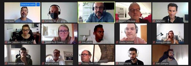 Participantes en la formación de la Academia Digital Emprenbit.