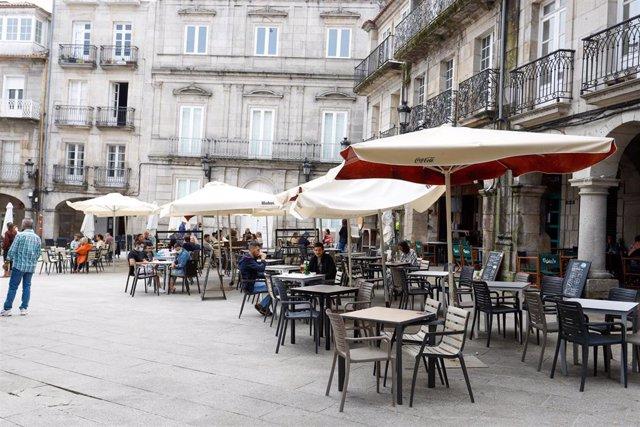 Archivo - Una terraza de Vigo.