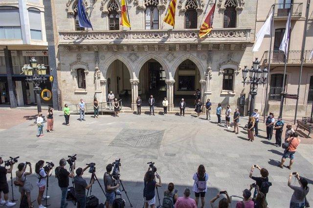 El minuto de silencio en el Raval de Montserrat, en Terrassa (Barcelona)