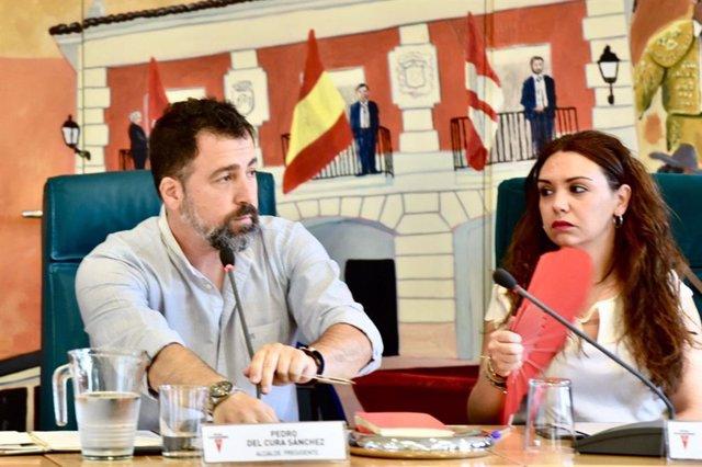 Archivo - El alcalde de Rivas Vaciamadrid, Pedro del Cura, interviene en el Pleno municipal de la localidad.