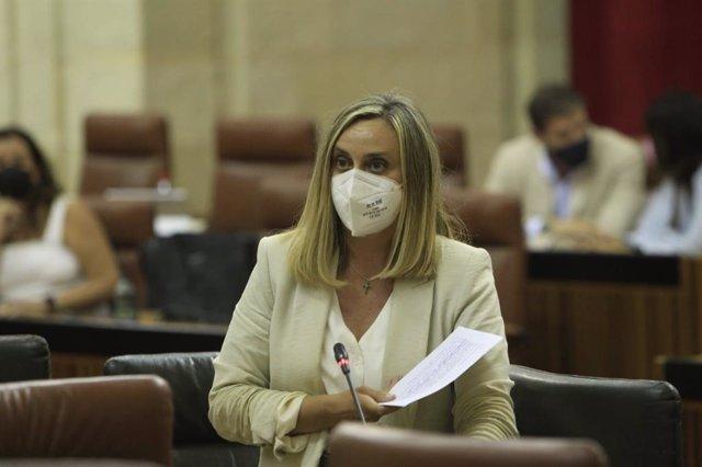La consejera de Fomento, Infraestructuras y Ordenación del Territorio, Marifrán Carazo, en el Parlamento andaluz.