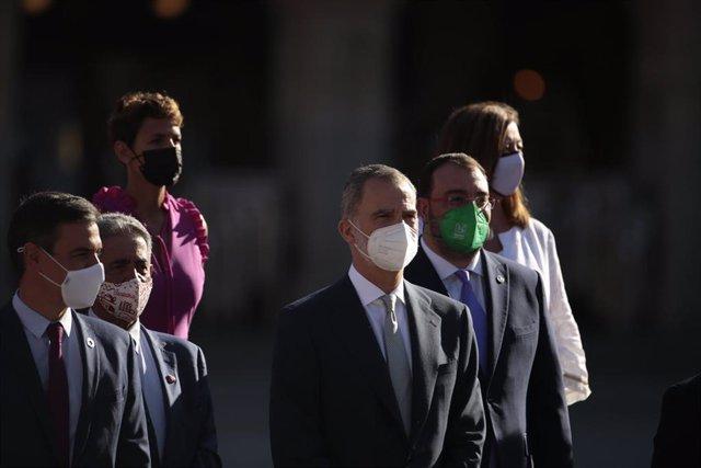 (I-D) El presidente del Gobierno, Pedro Sánchez, y el presidente de Cantabria, Miguel Ángel Revilla, entre otros, en Salamanca, con motivo de la Conferencia de Presidentes