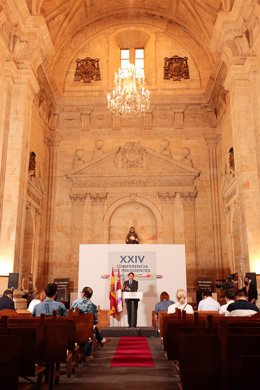 El presidente de la Junta de Castilla y León, Alfonso Fernández Mañueco, ofrece una rueda de prensa posterior a la celebración de la XXIV Conferencia de Presidentes en el Convento de San Esteban.