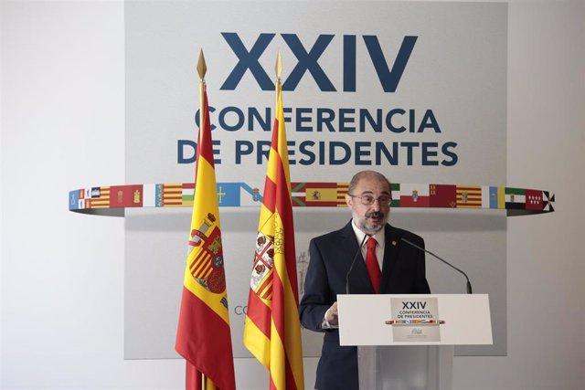 El presidente de Aragón, Javier Lambán, ofrece una rueda de prensa posterior a la celebración de la XXIV Conferencia de Presidentes en el Convento de San Esteban, a 30 de julio de 2021, en Salamanca, Castilla y León (España).
