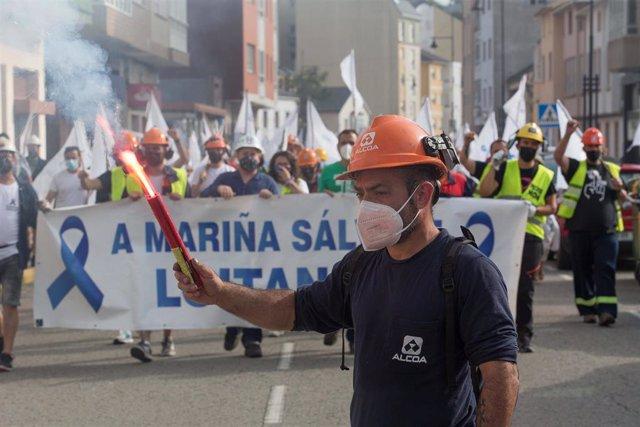 Trabajadores de Alcoa se manifiestan para defender el futuro de la fábrica de aluminio en San Cibrao, a 19 de julio de 2021, en San Cibrao, Cervo Lugo, Galicia (España).