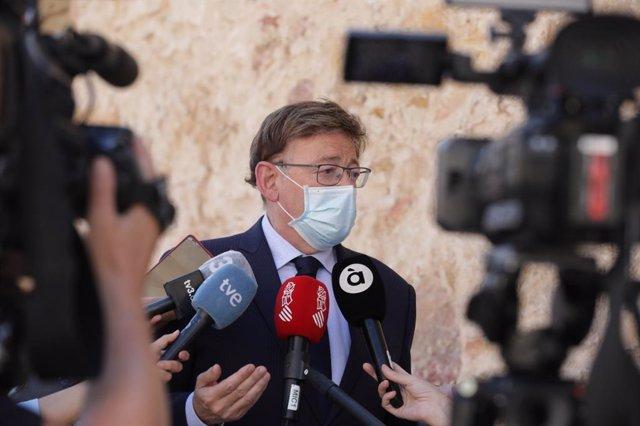 El president de la Generalitat Valenciana, Ximo Puig, atiende a los medios en la Conferencia de Presidentes celebrada en Salamanca