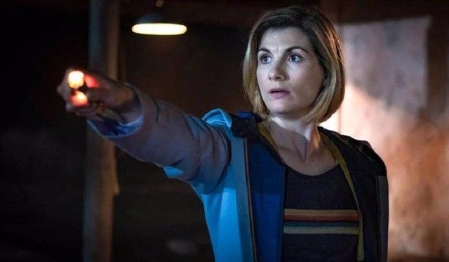 Crisis total en Doctor Who: Se queda sin protagonista y sin showrunner
